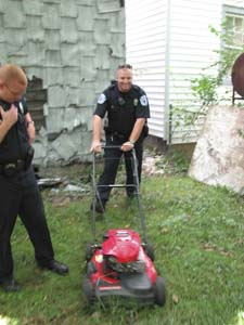 stolen_lawnmower_03.jpg