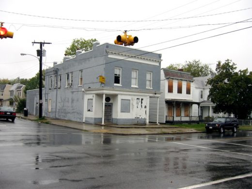 2125 Fairmount Avenue and vacant house next door (2006)