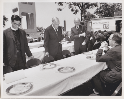 Philip Johnson (right, standing) / Dedication of the WRVA building (May 29, 1968)