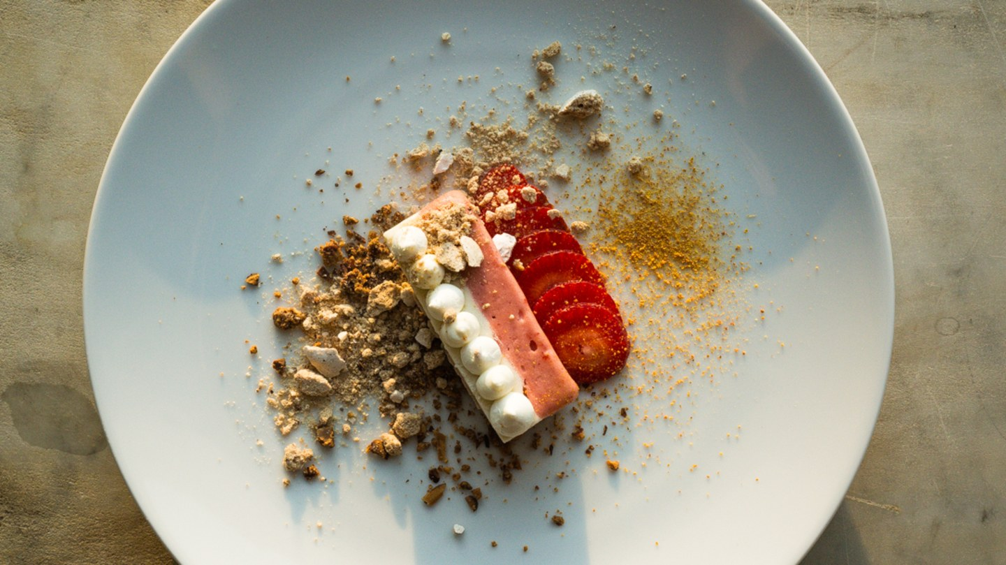longoven-richmond-restaurant-rhubarb-strawberry-KATE THOMPSON
